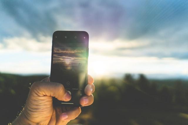 Hilfreiche Outdoor-Gadgets für Ihre Smartphone beim Camping.